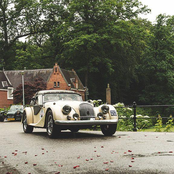 Touren met een klassieke auto